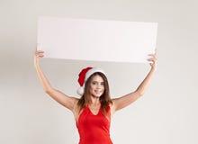 Ritratto orizzontale della ragazza di natale con il piatto su fondo bianco Fotografia Stock