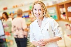 Ritratto pharmacutical femminile del chimico fotografia stock libera da diritti