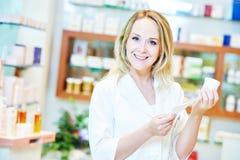 Ritratto pharmacutical femminile del chimico fotografia stock
