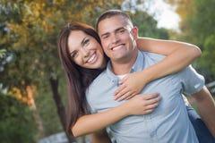 Ritratto romantico delle coppie della corsa mista nel parco Fotografia Stock Libera da Diritti