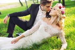 Ritratto romantico delle coppie di matrimonio Fotografia Stock