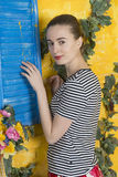 Ritratto rustico di una giovane donna Immagini Stock Libere da Diritti