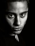 Ritratto scuro - un fronte di un uomo espressivo immagine stock