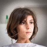 Ritratto serio piccolo della ragazza Fotografia Stock