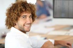 Ritratto sorridente dell'impiegato di concetto Immagini Stock Libere da Diritti