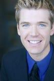 Ritratto sorridente dell'uomo d'affari fotografie stock libere da diritti