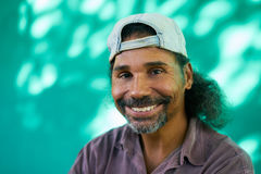 Ritratto sorridente della gente dell'uomo ispano con la risata del pizzo Fotografia Stock