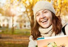 Ritratto sorridente felice dell'adolescente Fotografie Stock Libere da Diritti