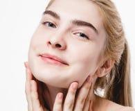 Ritratto stupefacente di bei capelli biondi della giovane donna con il primo piano perfetto della pelle Fotografia Stock Libera da Diritti