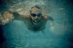 Ritratto subacqueo del giovane Fotografie Stock Libere da Diritti