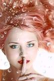 Ritratto subacqueo di bella giovane donna Fotografia Stock