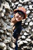 Ritratto tailandese delle donne con la parete della conchiglia di ostrica in Wat Chedi Hoi Immagini Stock Libere da Diritti