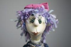 Ritratto triste di fine della bambola su fondo leggero Fotografie Stock