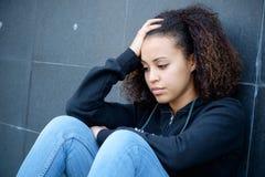 Ritratto triste e solo dell'adolescente nella via della città Fotografia Stock Libera da Diritti