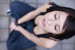 Ritratto urbano penetrante della ragazza Fotografia Stock Libera da Diritti