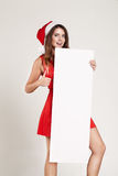 Ritratto verticale della ragazza di natale con il piatto su fondo bianco Fotografia Stock
