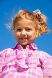 Ritratto vicino della bambina nel rosa Fotografie Stock Libere da Diritti