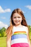 Ritratto vicino della ragazza nel parco Immagini Stock Libere da Diritti