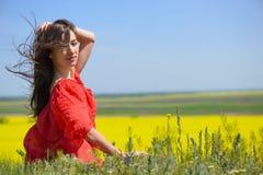 Ritratto vicino di bella giovane donna fotografia stock