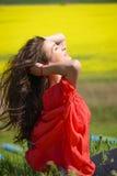 Ritratto vicino di bella giovane donna fotografia stock libera da diritti