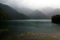 ritsa pittoresque d'horizontal de lac de l'Abkhazie Photographie stock