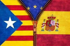 Ritssluiting die Catalonië en Spanje met Europa op achtergrond verdelen Stock Afbeelding