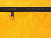 Ritssluiting op gele zak Stock Afbeeldingen
