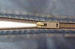 Ritssluiting op het bruine jasje van de leermotorfiets Stock Afbeelding