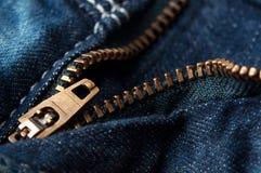 Ritssluiting op jeans stock foto