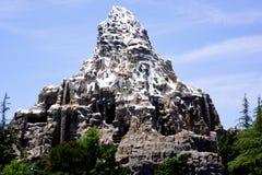 Ritt för Disneyland Matterhorn Rollercoasterbob arkivfoton