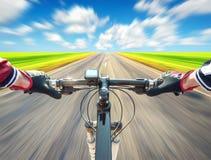 Ritt på bycycle Fotografering för Bildbyråer