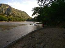 Ritt runt om floden med kanoten Arkivbild