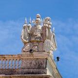 Ritter auf einer Ecke des Dachs Lizenzfreies Stockbild