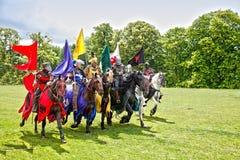 Ritter auf Pferden lizenzfreie stockfotografie
