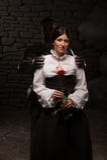 Ritter, der Dame eine Rose gibt stockfotografie