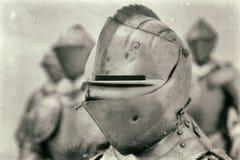 Ritter in der mittelalterlichen Rüstung Stockfotos