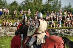 Ritter in der Rüstung auf dem Turnier Lizenzfreie Stockfotos