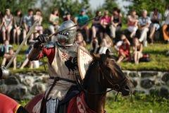 Ritter in der Rüstung auf dem Turnier Lizenzfreies Stockbild
