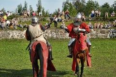 Ritter in der Rüstung auf dem Turnier Stockfotos