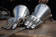 Ritter-Eisenhandschuhe Stockfotografie