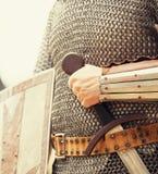 Ritter mit Klinge stockbilder