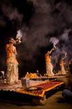 Ritual de Ganga Aarti en Varanasi Imagen de archivo libre de regalías