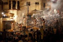 Ritual de Ganga Aarti en Varanasi Imagen de archivo