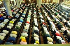 Ritual de la mezquita de Tunahan de la adoración centrado Fotos de archivo