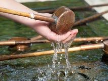 Ritual de limpeza de Temizuya fotografia de stock