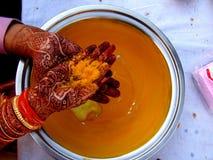 Ritual de Mehendi imagen de archivo