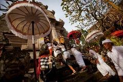 Ritual de Melasti no console de Bali Imagens de Stock