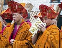 Ritual del monje en el dzong de Trashigang - Bhután Imagenes de archivo