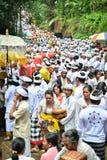 Ritual del ` s de la gente del Balinese en el templo del ` s de Pulasari Fotos de archivo