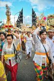 Ritual del ` s de la gente del Balinese en el templo del ` s de Pulasari Fotografía de archivo libre de regalías
